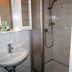 Dusche, WC im Familienzimmer