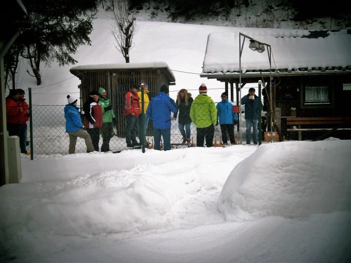 Eisstockbahn hinterm Haus