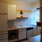 Küche mit Geschirr, Gläser,...
